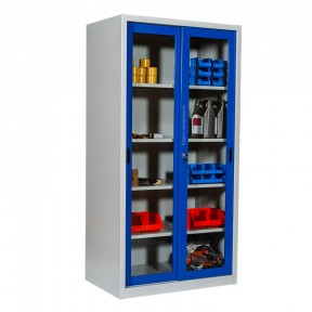 Armoire d'atelier portes vitrées coulissantes mise en situation avec outils
