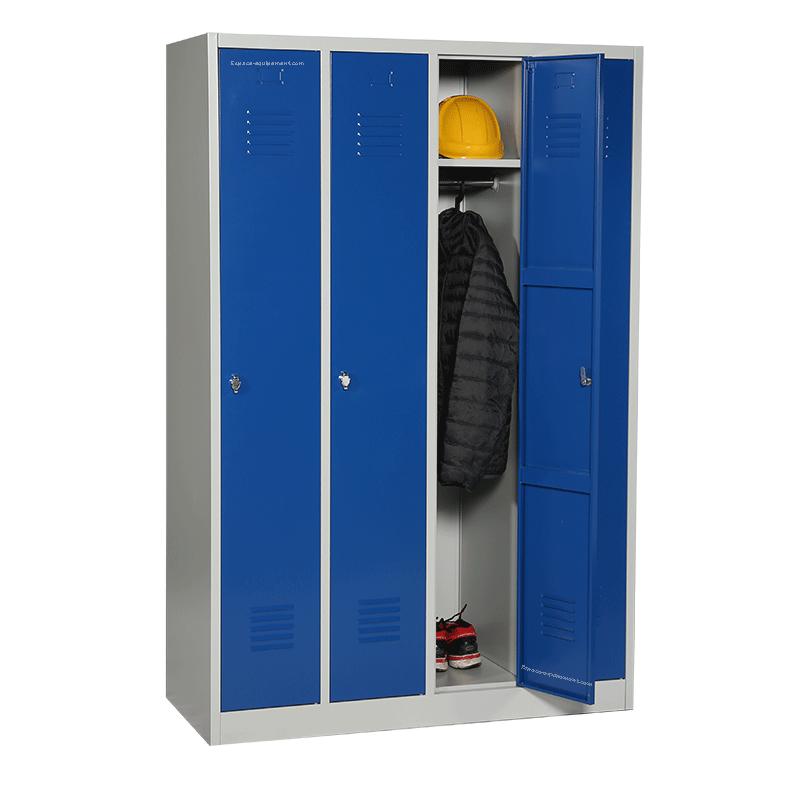 vestiaire 4 cases avec 1 porte ouverte